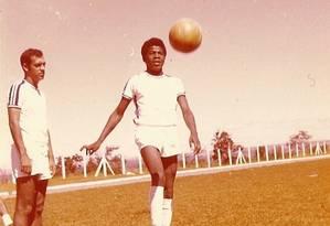 Joaquim Barbosa, no tempo de atacante do time da Gráfica do Senado, nos anos 70. 'Jogava na frente, caíndo pela esquerda. Era muito rápido' Foto: arquivo gráfica do senado
