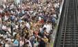 Plataforma lotada na estação do Estácio: aumento de tarifas do metrô e dos trens pode ser revisto