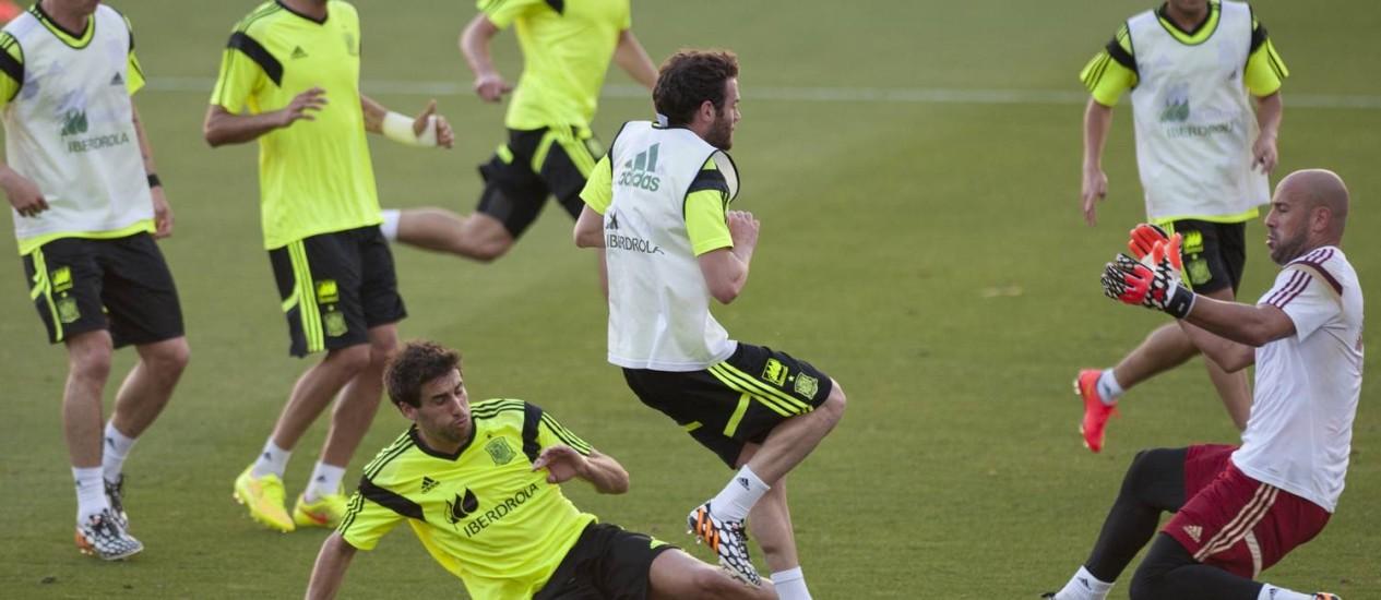 Jogadores da Espanha no treinamento em Sevilha Foto: Jorge Guerrero / AFP