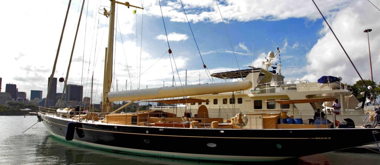 Beleza e conforto. Primeiro grande veleiro a chegar à Marina da Glória para a Copa do Mundo, o Pumula tem 105 pés e capacidade para hospedar 16 pessoas Foto: Marcelo Piu / Agência O Globo