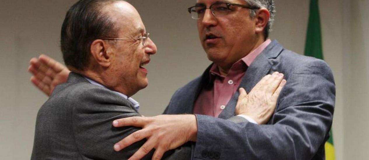 Paulo Maluf celebra a união com o candidato do PT em São Paulo, Alexandre Padilha Foto: Michel Filho / O Globo