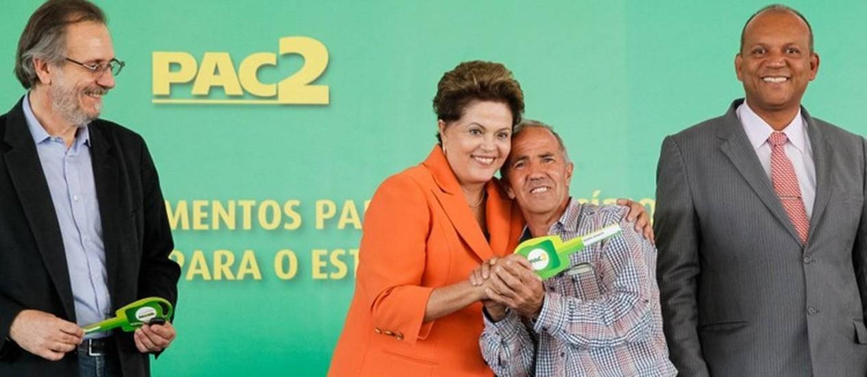 Dilma entrega máquinas agrícolas em Poços de Caldas (MG) Foto: Divulgação