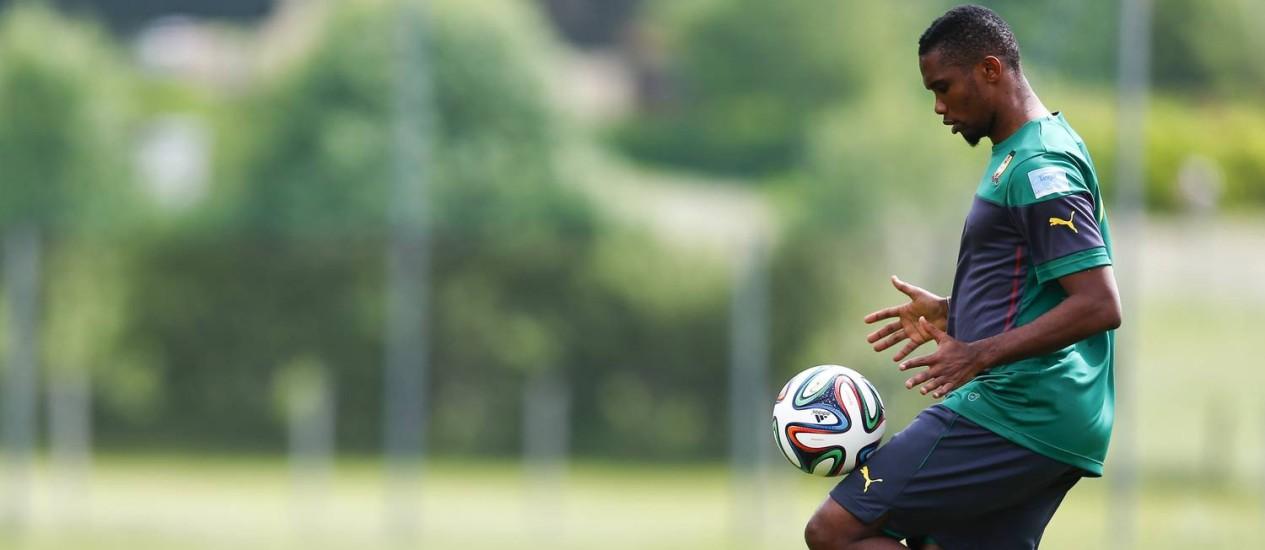 Samuel Eto'o durante treino de Camarões na Áustria: pedido de mais dinheiro Foto: DOMINIC EBENBICHLER / REUTERS/23-5-2014