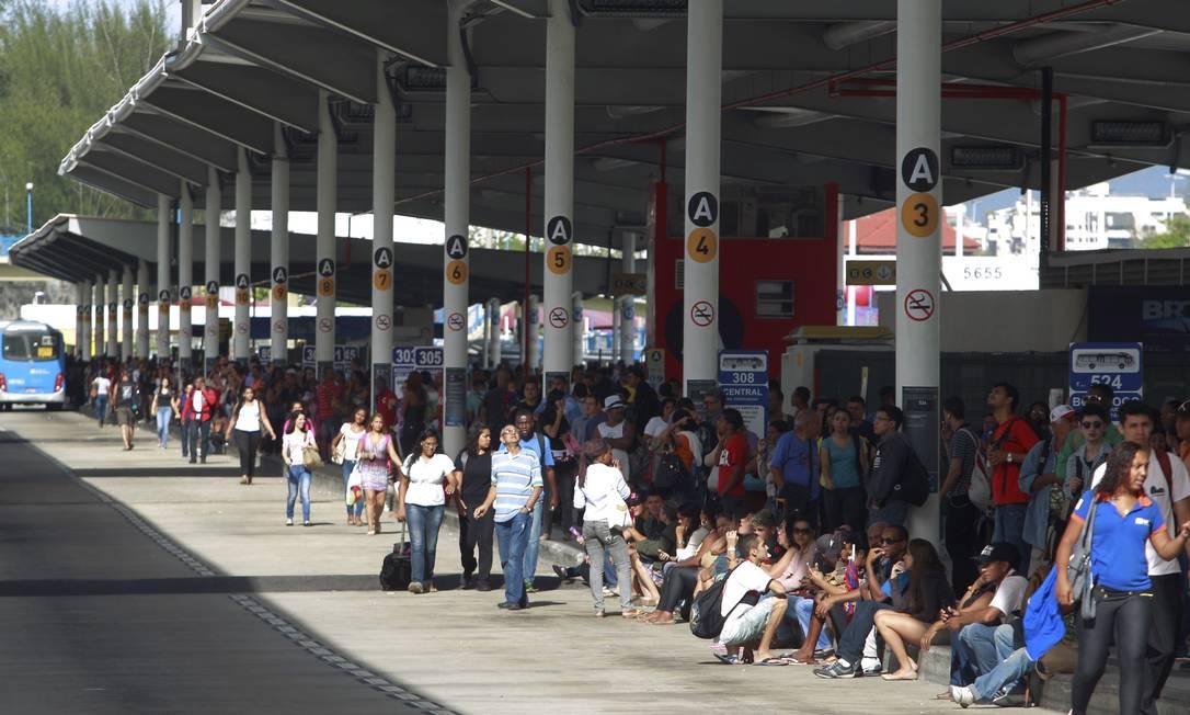 Terminal Alvorada lotado: arrecadação com espaços é desconhecida pela prefeitura Foto: Gabriel de Paiva / Agência O Globo (27/11/2013)