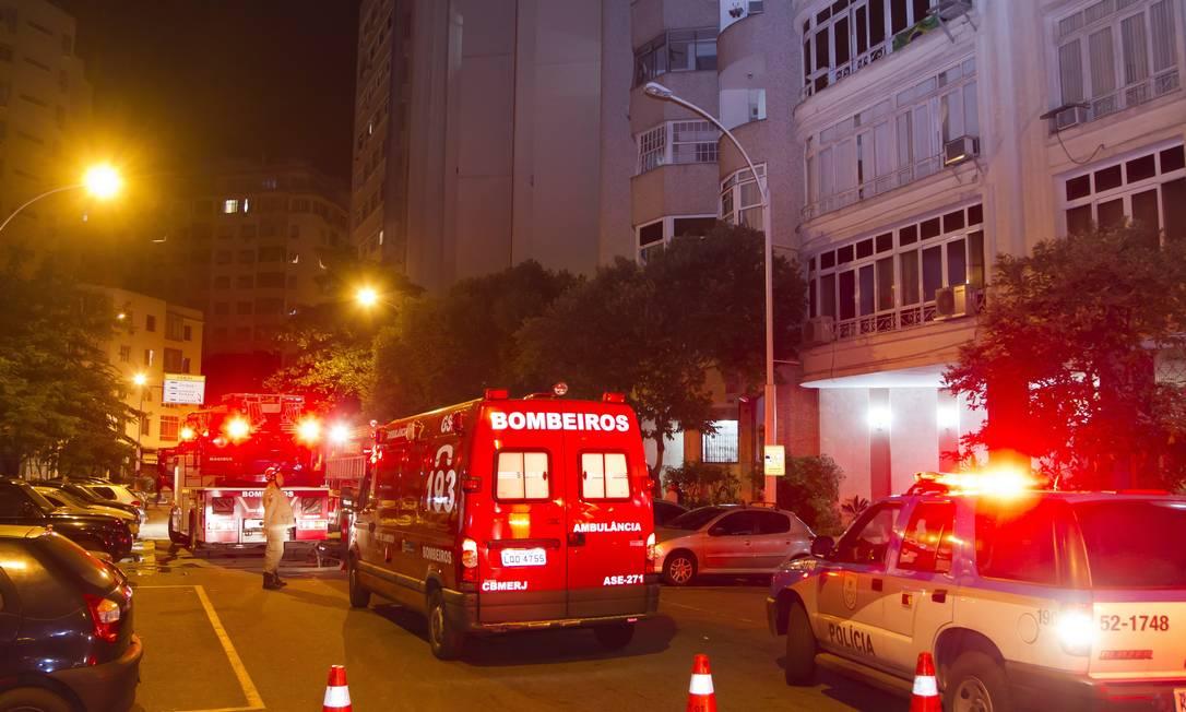Princípio de incêndio atinge apartamento na Rua Iangá, em Copacabana Foto: Fernando Quevedo / Agência O Globo