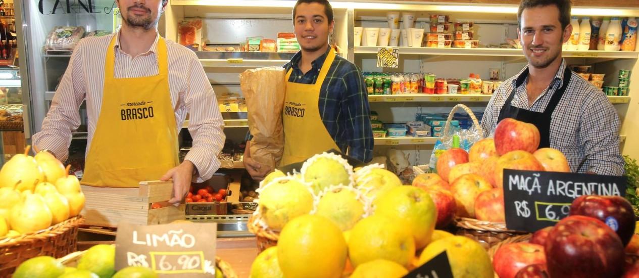 Os empresários do mercado Brasco Foto: Nabor Goulart