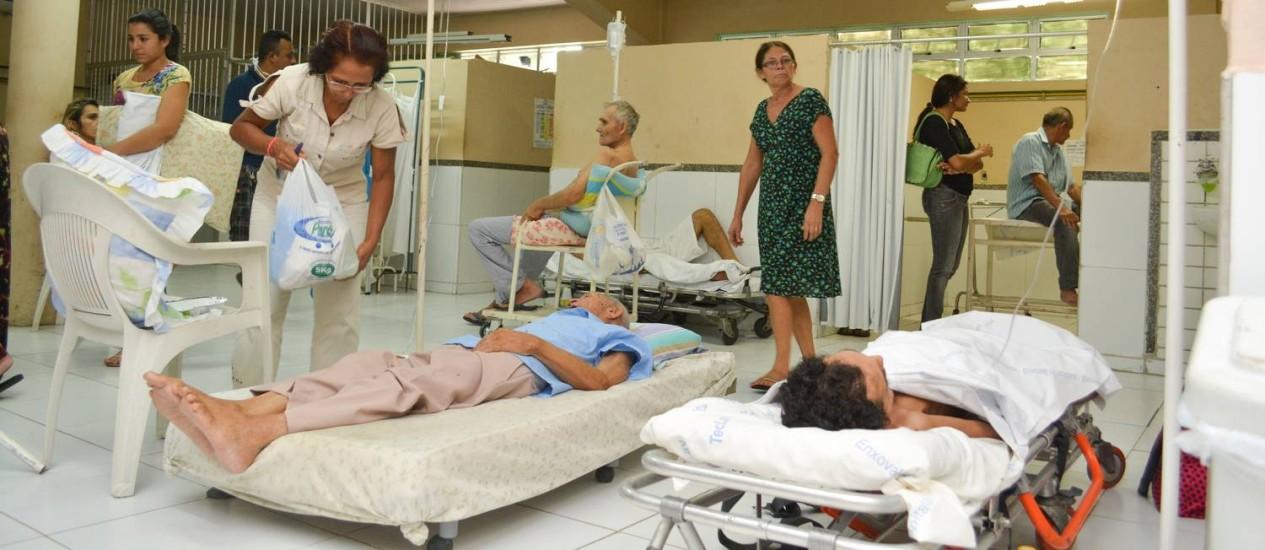 Pacientes são atendidos no corredor no Hospital Frotinha Parangaba, em Fortaleza Foto: Nayana Melo