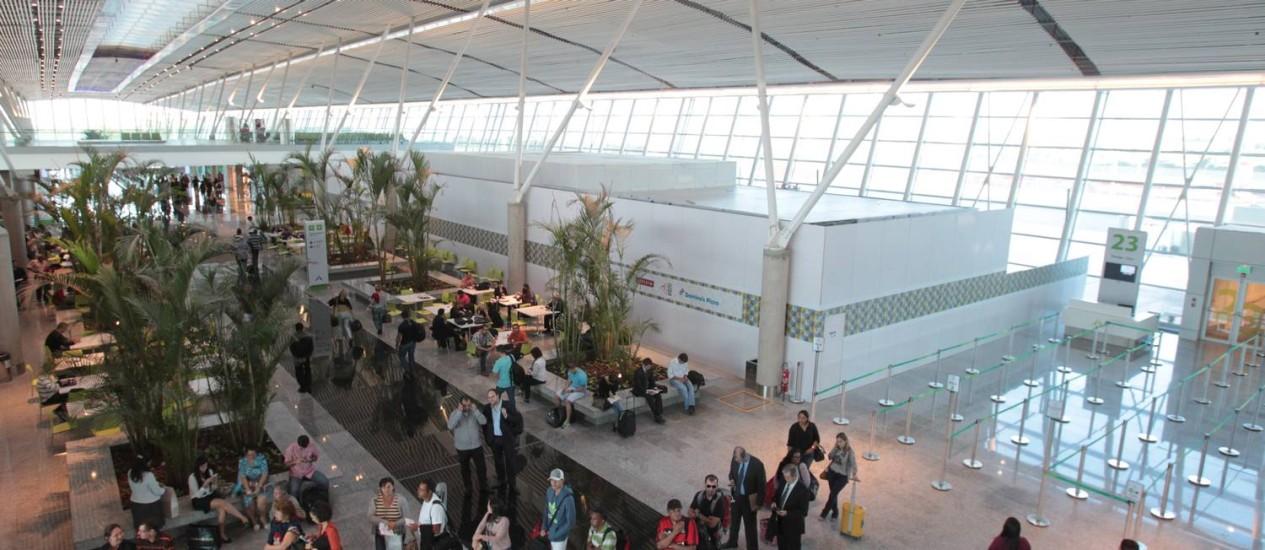 No novo terminal do Aeroporto Internacional Juscelino Kubitschek, em Brasília, espaço de circulação foi ampliado e oferece mais conforto aos passageiros Foto: O Globo / Givaldo Barbosa