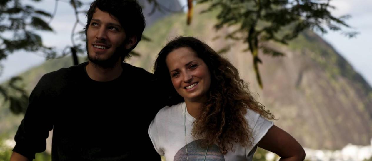 Jornalistas estrangeiros que vão cobrir a Copa do Mundo: o italiano David Gallerano e a francesa Marion Foto: Custódio Coimbra/O Globo
