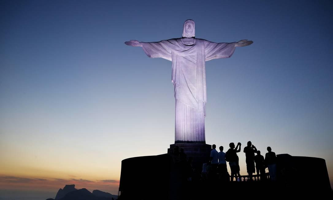 Cristo Redentor no fim da tarde Foto: Guito Moreto / Agência O Globo
