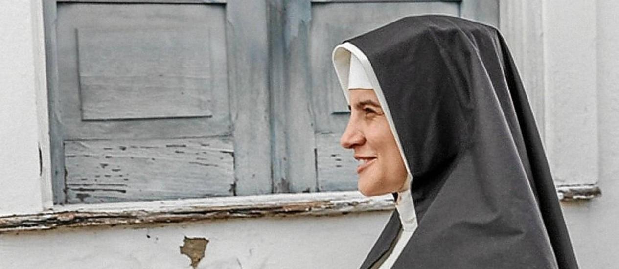 Ecumênica. Bianca Comparato interpreta a religiosa na juventude, já dedicada a salvar vidas. Foto: Fotos de Divulgação/Ique Esteves
