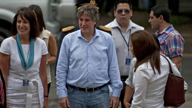 Rotina. O vice-presidente argentino, Amado Boudou, chega à Universidade de El Salvador para uma palestra: escândalo não impediu agenda oficial Foto: JOSÉ CABEZAS/AFP