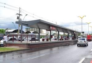 Parada de ônibus no corredor exclusivo BRS, na via de acesso à Arena Amazônia. Foto: Agência O Globo