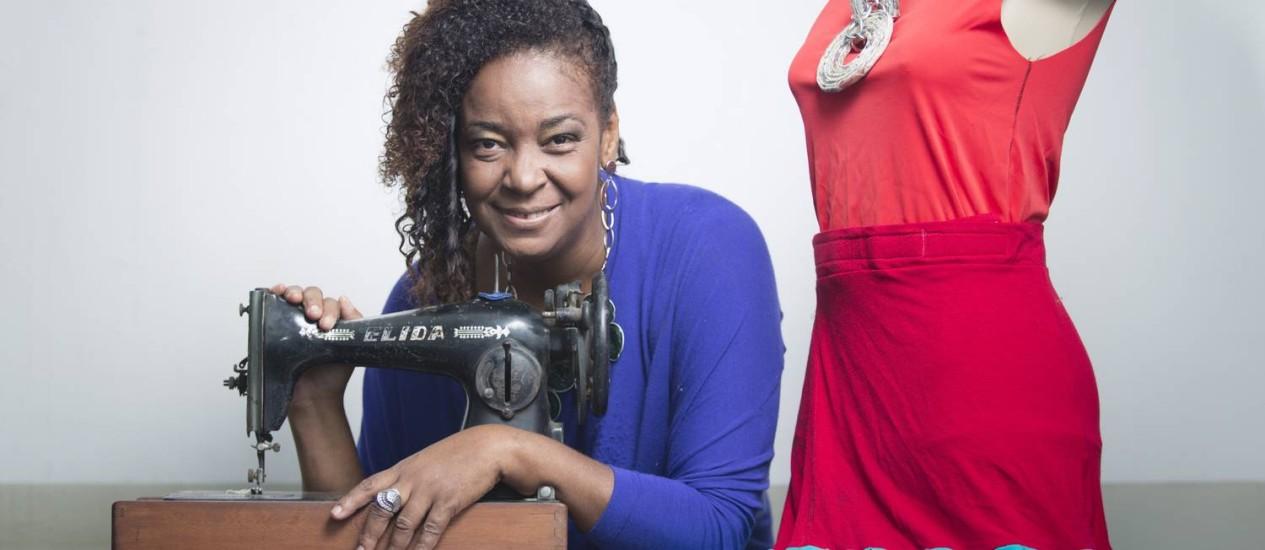 Eleandra Fidélis, criadora, publicitária e charmeira: 'As roupas falam' Foto: Leo Martins / Agência O Globo