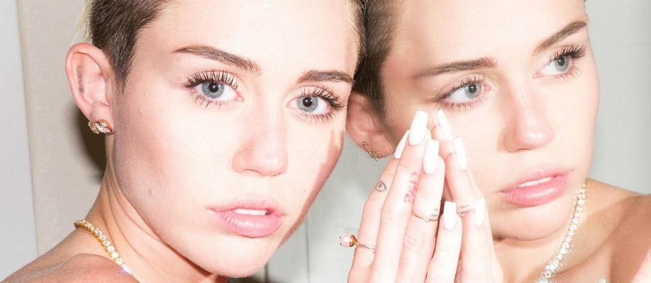"""Miley Cyrus em ensaio para o site """"terrysdiary.com"""" Foto: Terry Richardson / REPRODUÇÃO"""