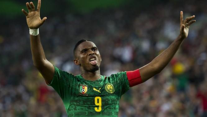 Samuel Eto'o é a grande estrela de Camarões. Atacante joga seu último mundial e vai enfrentar o Brasil, na primeira fase Foto: John Macdougall / AFP