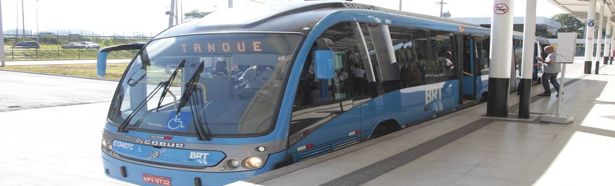O veículo articulado que fez a primeira viagem do BRT Transcarioca Foto: Bruno Gonzalez / Agência O Globo