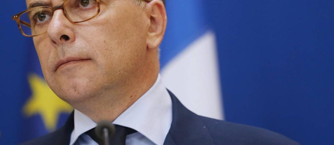 Ministro francês Bernard Cazeneuve vai apresentar plano para lutar contra radicais islâmicos que recrutam jovens Foto: THOMAS SAMSON / AFP