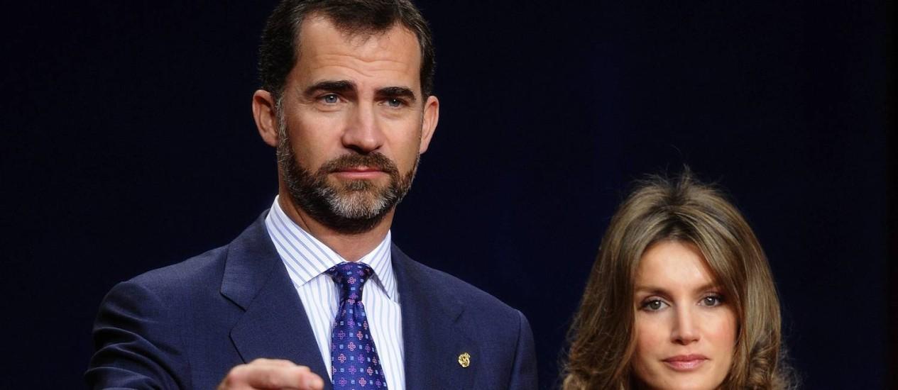 O príncipe Felipe e sua mulher, Letizia Foto: FELIX ORDONEZ / REUTERS