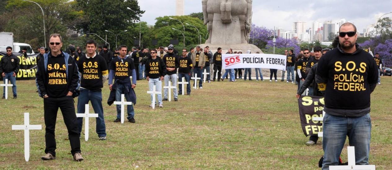 Protesto de policiais federais feito no Parque do Ibirapuera: governo federal concedeu aumento de 15,8% Foto: Marcos Alves / Arquivo/Agência O Globo