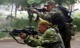 Militantes pró-Rússia atiram de área residencial em guardas da Ucrânia em Lugansk
