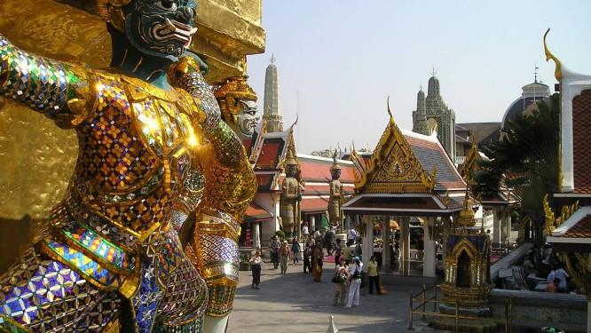 Detalhe na escultura dentro do palácio em Bangkok Foto: Reprodução da internet