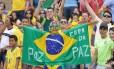 Com visual caprichado, o torcedor vestiu a bandeira nacional, e pediu a paz durante a Copa do Mundo