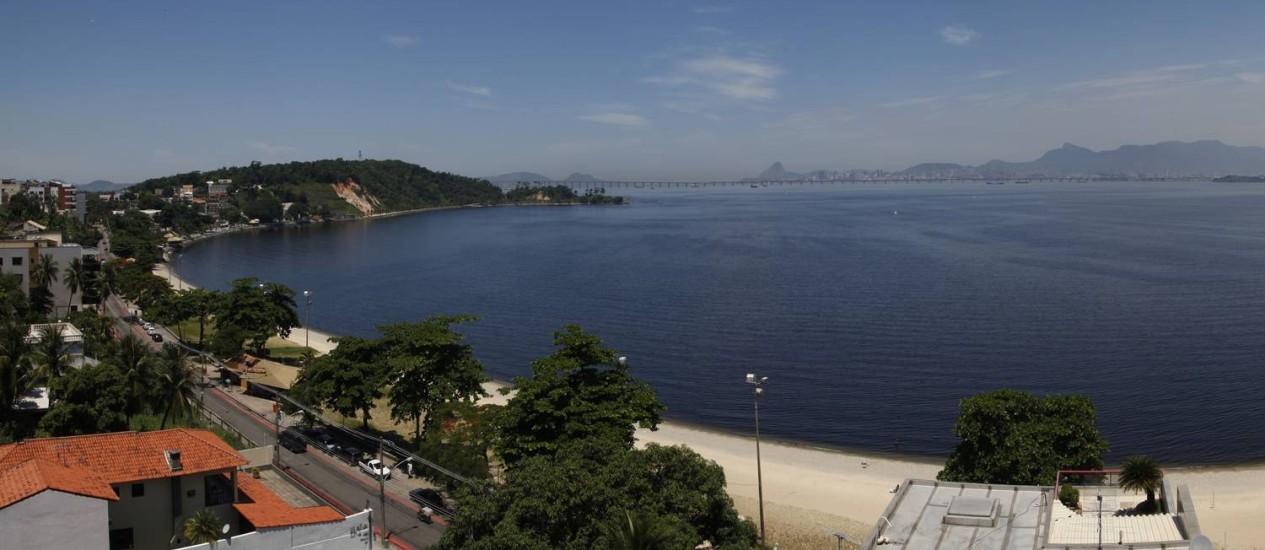 A vista da Praia da Bica, na Ilha do Governador, agora nas páginas de um livro Foto: Ana Branco / Agência O Globo
