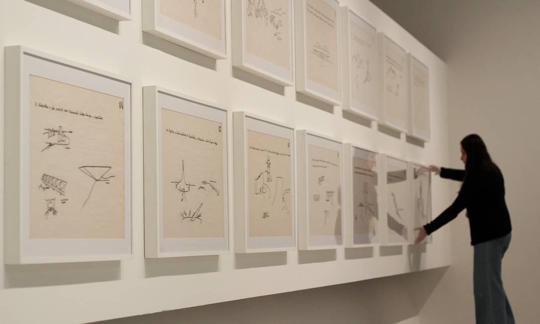 Conjunto de vinte desenhos criados por Niemeyer para viajar o Brasil e apresentar seu legado em escolas de arquitetura Foto: / Fernando Donasci/Agência O Globo