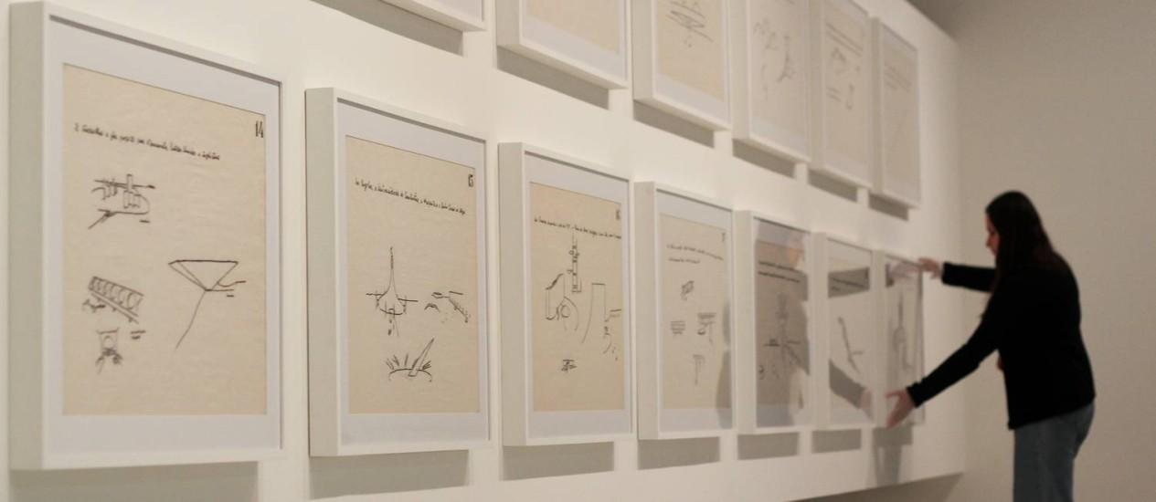 Conjunto de vinte desenhos criados por Niemeyer para viajar o Brasil e apresentar seu legado em escolas de arquitetura Foto: Fernando Donasci/Agência O Globo