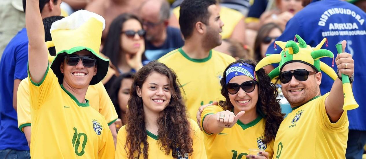 A torcida brasileira lotou o Serra Dourada no amistoso contra o Panamá. Brasil é a seleção com mais seguidores no Twitter entre as que vão disputar a Copa Foto: EVARISTO SA / AFP