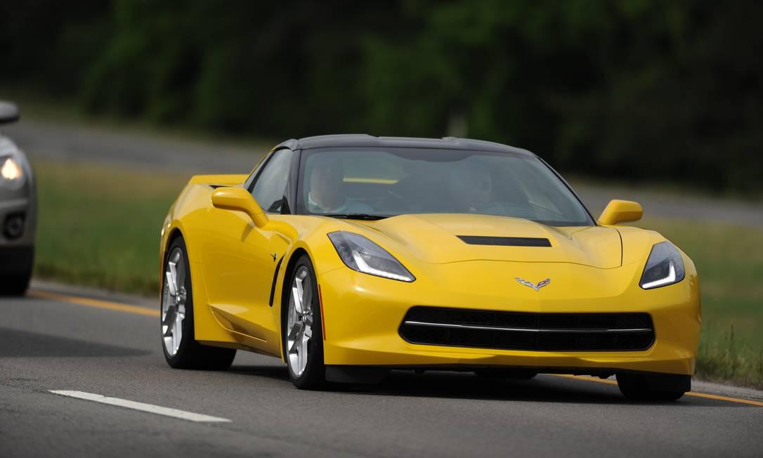 Baixo, largo, pesado. O novo Corvette mantém as proporções dos antecessores Foto: / Divulgação