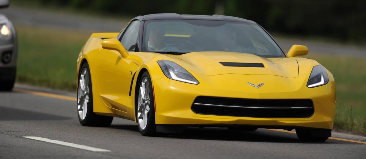 Baixo, largo, pesado. O novo Corvette mantém as proporções dos antecessores Foto: Divulgação