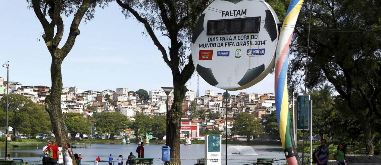 Parado no tempo. Relógio instalado em Salvador para fazer a contagem regressiva para Copa Foto: Eduardo Martins/Agência A Tarde