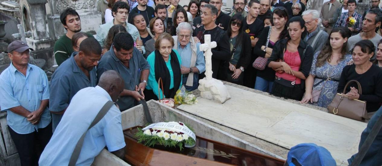 Enterro do fotógrafo Luiz Claudio Marigo: médicos do INC podem ser responsabilizados Foto: Domingos Peixoto / Agência O Globo