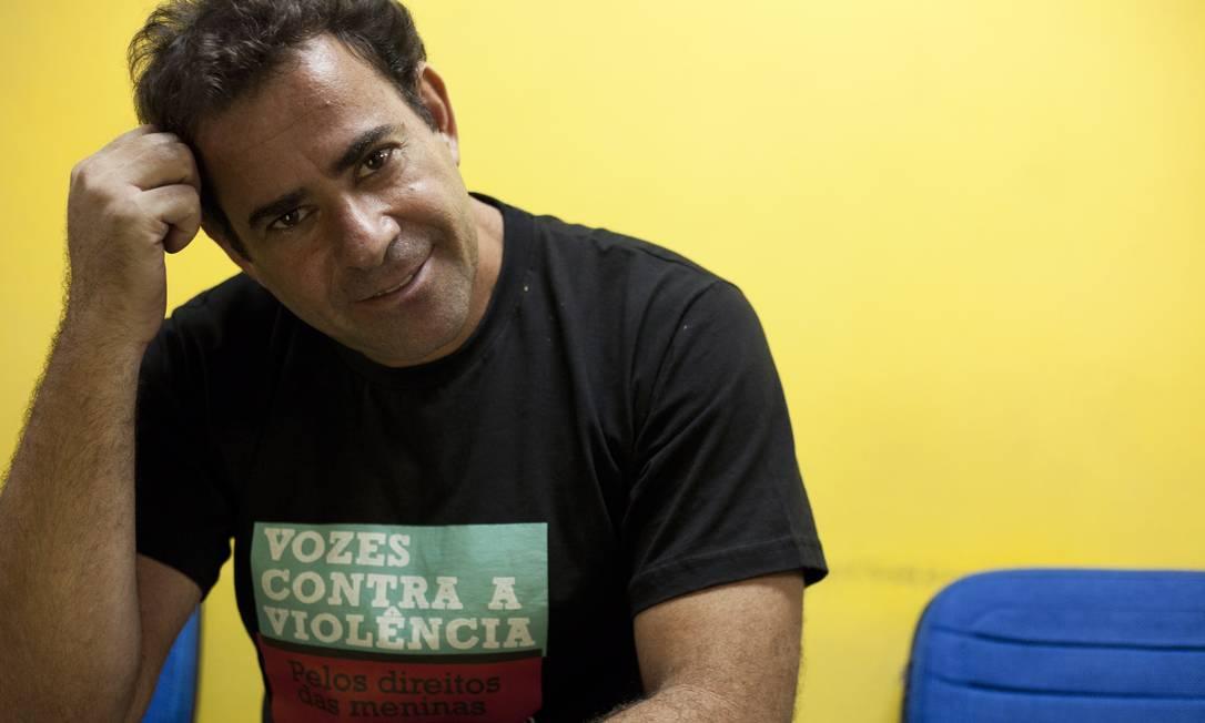 SO - Rio de Janeiro - RJ - 03/06/2014 - Soropositivos enfrentam preconceito no trabalho por serem portadores de HIV. O personagem Cazu Barros foi demitido em 1992 ao descobrir que tinha HIV. Entrou na justiça e a empresa paga o salário pra ele até hoje. Foto: Bianca Pimenta/ Agência O Globo. Foto: Freelancer / Agência O Globo