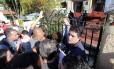 Confusão na entrada de General Severiano durante a venda de ingressos para a Copa do Mundo