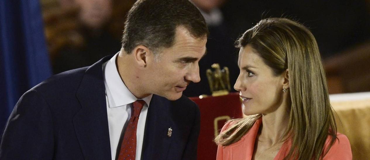 Príncipe Felipe e sua mulher, a princesa Letizia, participam da entrega do prêmio Príncipe de Viana, no mosteiro de San Salvador de Leyre perto de Pamplona, no Norte da Espanha Foto: VINCENT WEST / Reuters