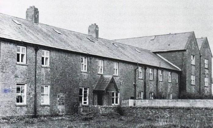 Resultado de imagem para convento na irlanda onde esqueletos foram encontrados
