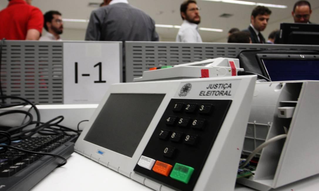 Estudantes de Computação da UNB fizerem testes públicos em 2009 Foto: Givaldo Barbosa / O Globo