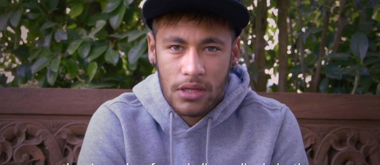 Jogador participou de vídeo junto com outros esportistas como Marta, Ganso e Elano Foto: Reprodução