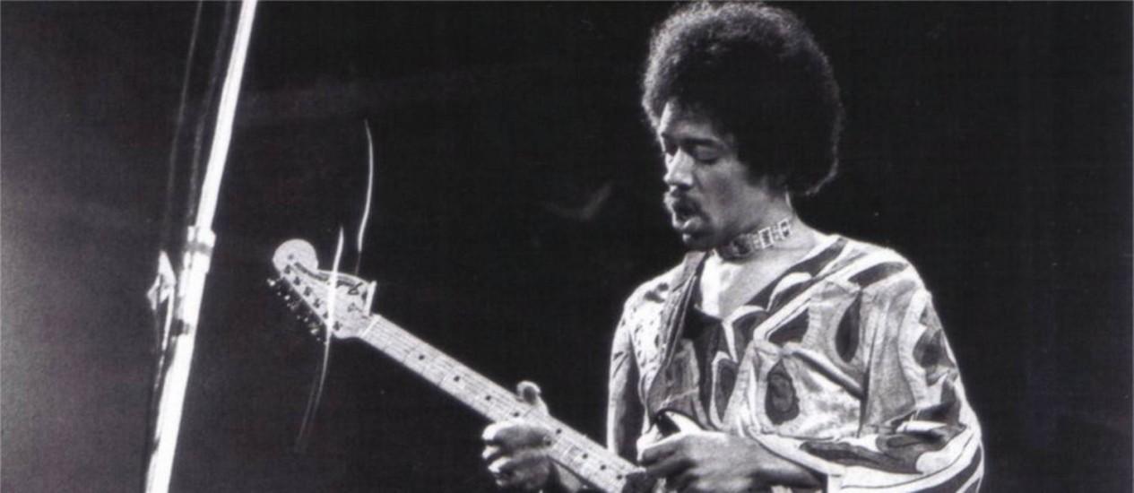 Jimi Hendrix no festival da Ilha de Wight Foto: DIVULGAÇÃO / Agência O Globo