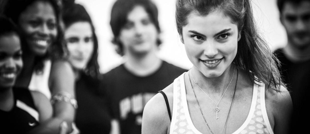 Bruna Hamu durante a aula de preparação corporal no Projac Foto: Divulgação/ TV Globo
