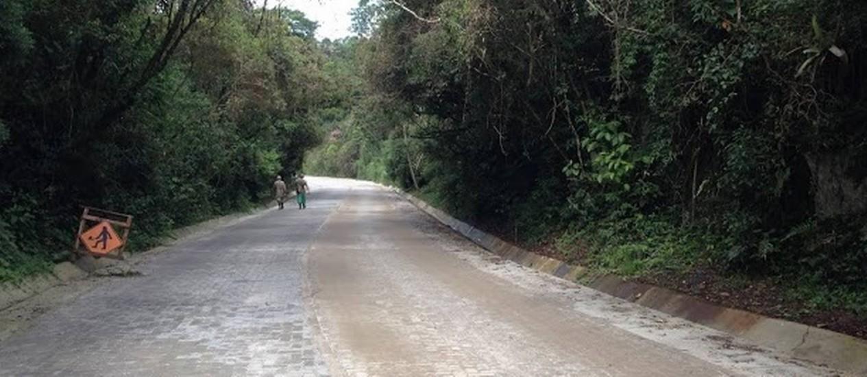 Trecho já pavimentado com bloquetes da Estrada Paraty-Cunha Foto: DER-RJ / Divulgação
