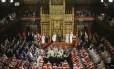 A rainha da Inglaterra fala a seus súditos no Parlamento