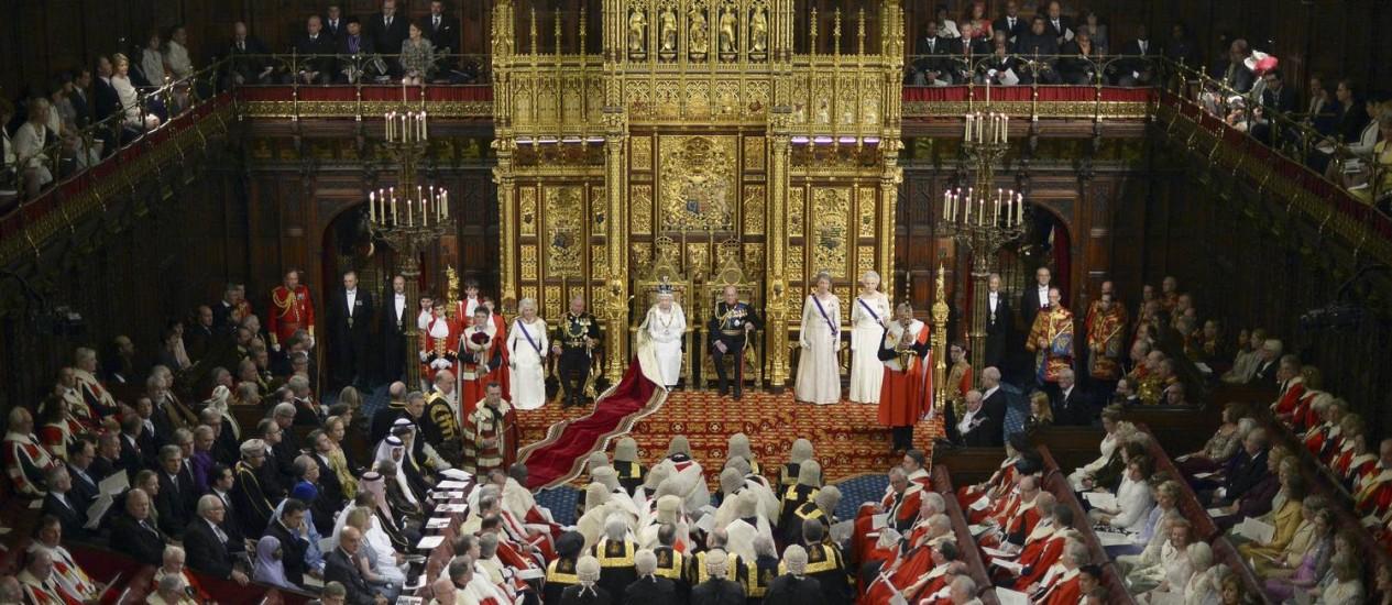 A rainha da Inglaterra fala a seus súditos no Parlamento Foto: Carl Court/AP