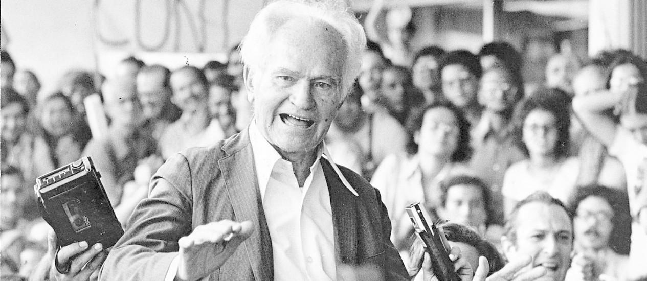 Bezerra integrou o grupo de presos políticos que foram liberados, em troca do embaixador americano Charles Ebrick, sequestrado por militantes contrários ao regime militar Foto: Arquivo Globo 30-09-1979
