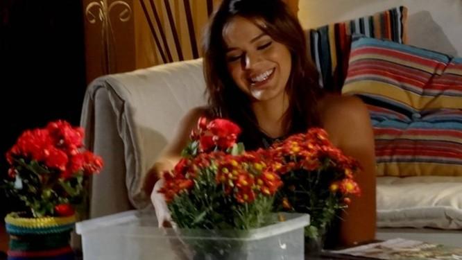 Luiza diz a Laerte que gostaria de fazer uma cerimônia de casamento na igreja Foto: Divulgação