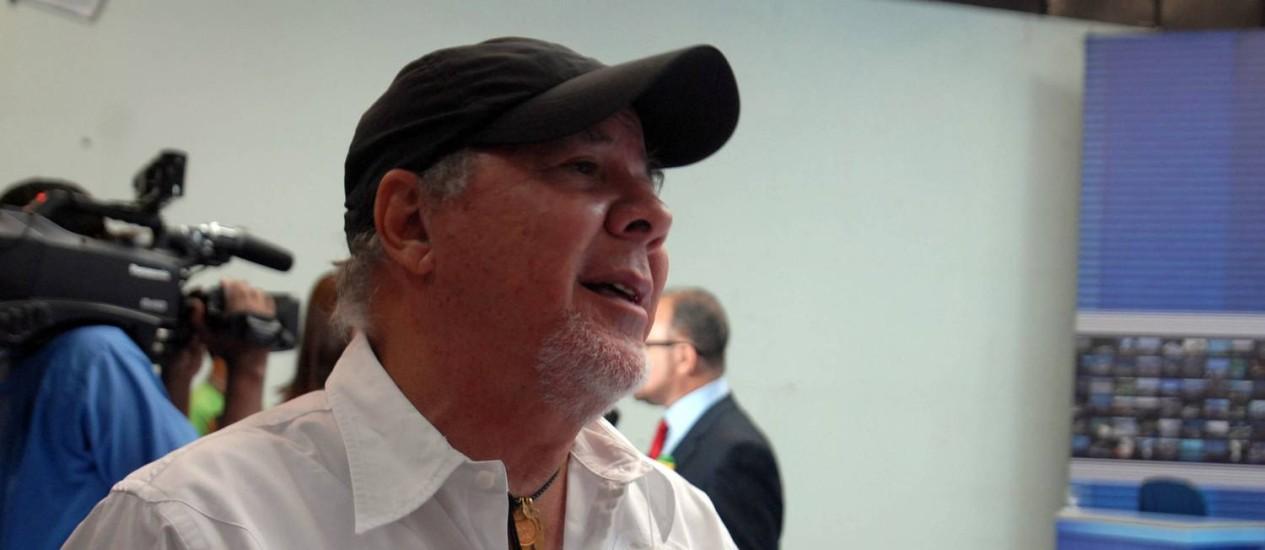 O publicitário Duda Mendonça acompanha debate na TV em Belém, em 2011 Foto: Antonio Cícero/ Fotoarena/Folhapress