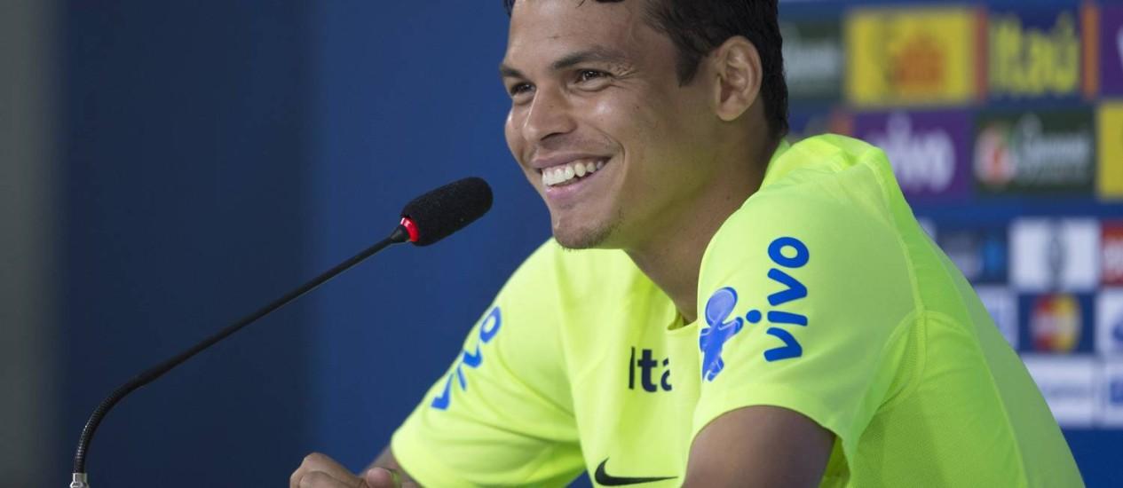 Thiago Silva na entrevista coletiva desta quarta-feira Foto: Alexandre Cassiano / Agência O Globo